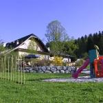 Kinderspielplatz-von-unten